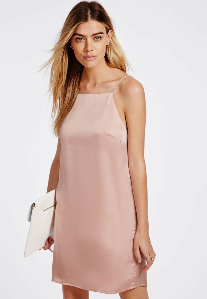 la-robe-rose-pale-tenue-de-jour-satin-stylé
