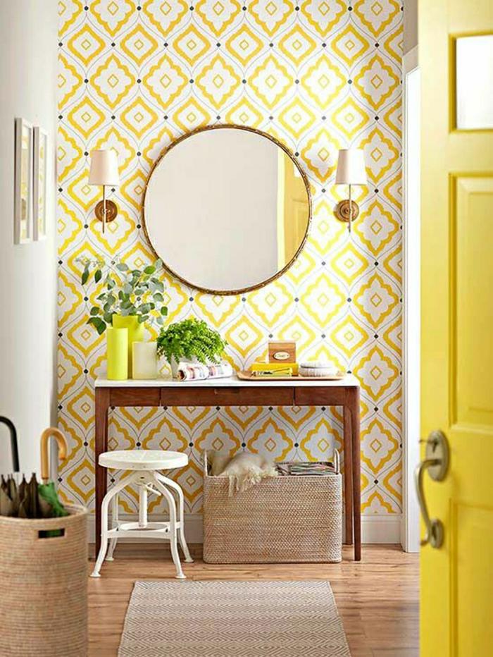 le-plus-beaux-entrée-jaune-sol-en-parquet-miroir-ronde-mur-jaune-plantes-vertes-meubles-d-entree-design
