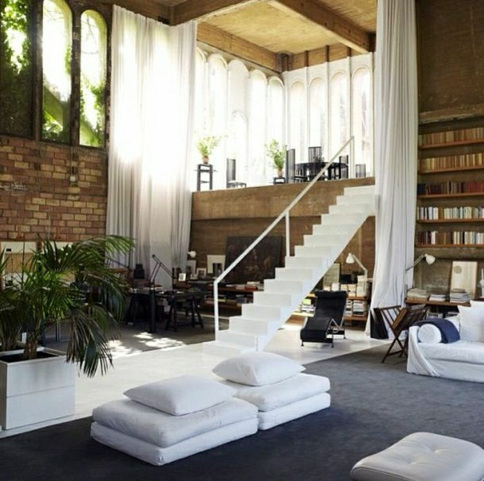 loft-atypique-appartement-maison-architecte-loft-esprit-canapé-blanc-mur-de-briques