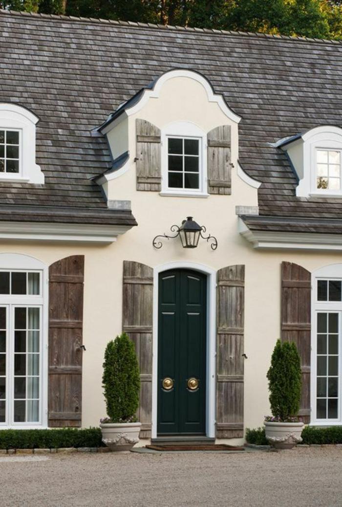 lucarnes-de-toit-architecture-maison-classique-vintage