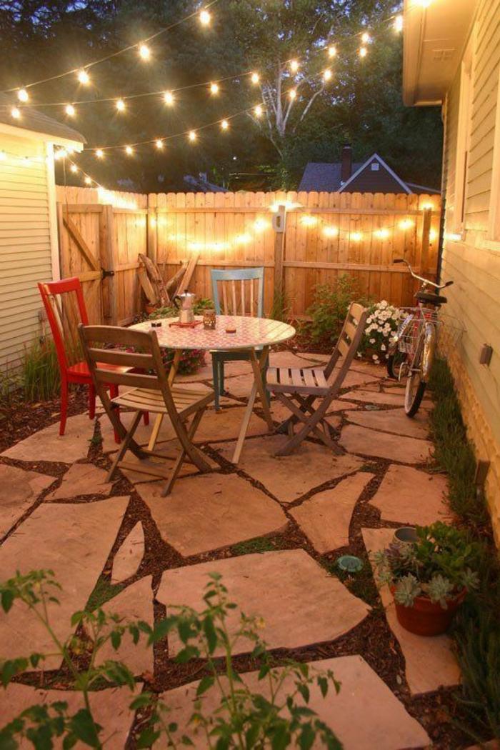 luminaires-extérieurs-jardin-eclairage-exterieur-meubles-de-jardin-table-et-chaises-en-bois