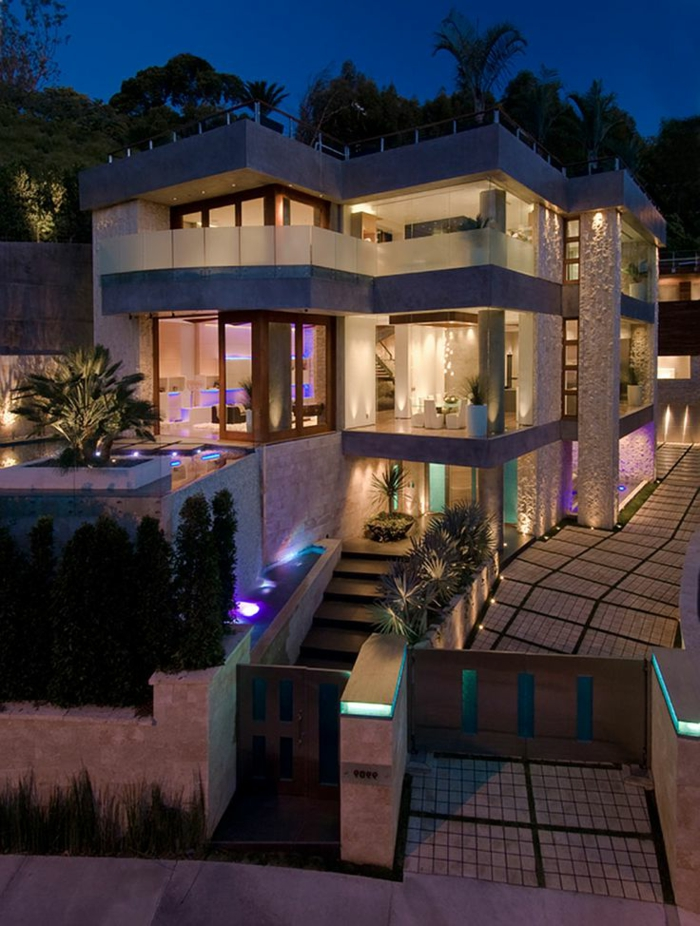 luminaires-extérieurs-jardin-maison-extérieur-avec-lampes-beaucoup-de-lumière