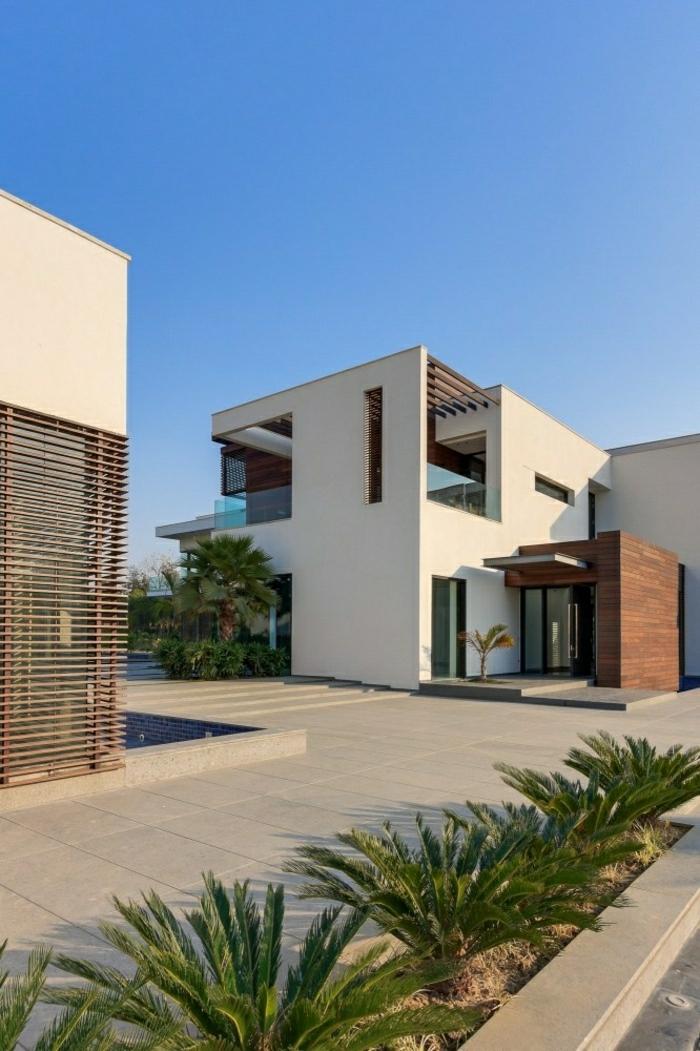 maison-atypique-extérieur-atypique-jardin-maison-meubles-beiges