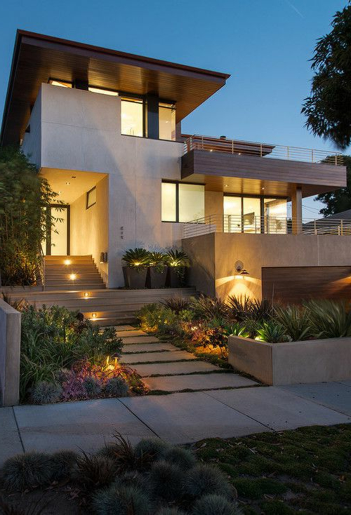 maison-avec-luminaires-extérieurs-jardin-chemin-de-jardin-maison-extérieur