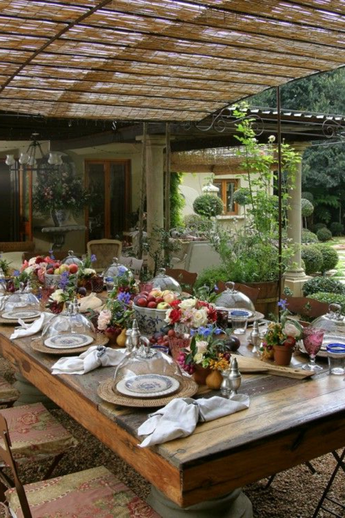 Beautiful table de jardin en bois massif suisse ideas for Table jardin en bois