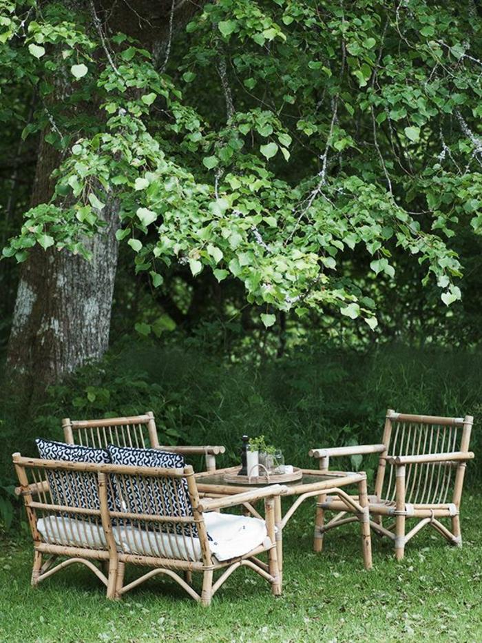 meuble-rotin-pour-le-jardin-pelouse-verte-cour-magnifique-meubles-rotin