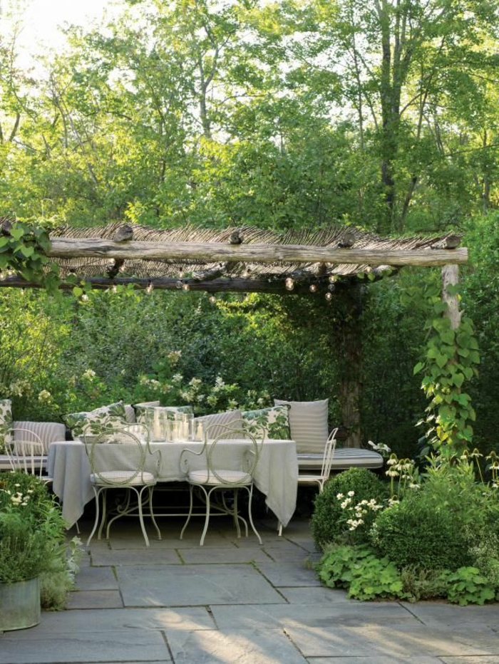 meuble-rustiquepour-le-jardin-de-vos-reves-plantes-vertes-extérieur-jardin