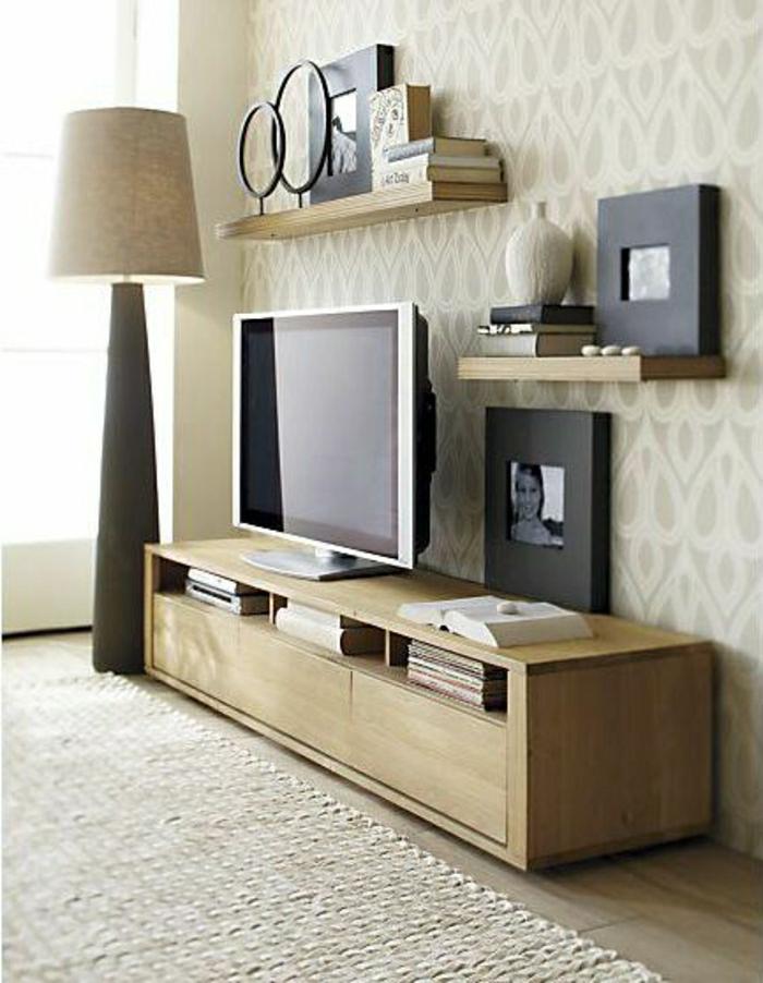 meuble-télé-tapis-beige-mur-beige-lampe-deboute-mur-beige-déco-moderne-salon