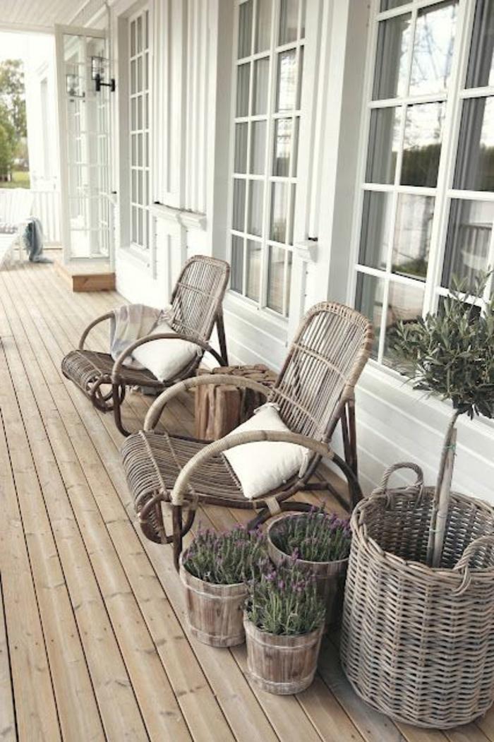 meubles-en-rotin-chaises-en-bois-chaise-osier-veranda-maison-en-bois