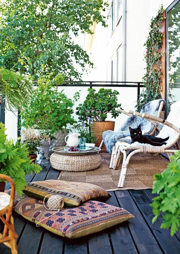 meubles-en-rotin-meuble-d-extérieur-terrasse-belle-vue-sol-plancher-bois