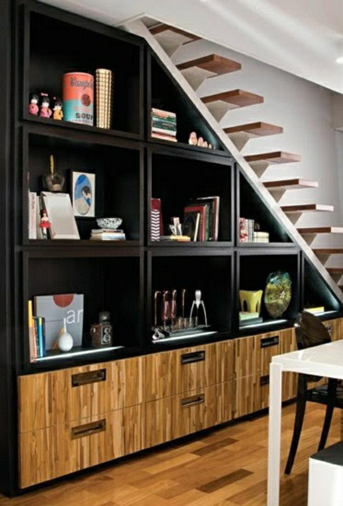 meubles-sous-escalier-salon-vaste-bibliothèque-sous-escalier-en-bois-noir-parquet-en-bois