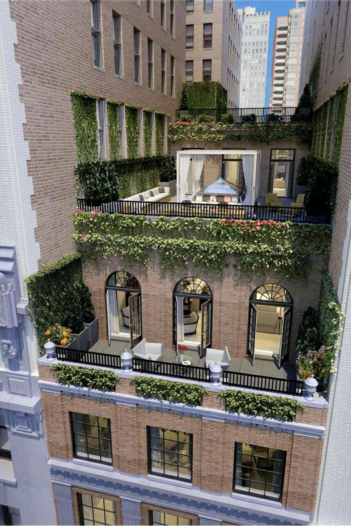 moderne-batiment-de-briques-mur-en-lierre-vert-fenetres-grandes-loft-atypique