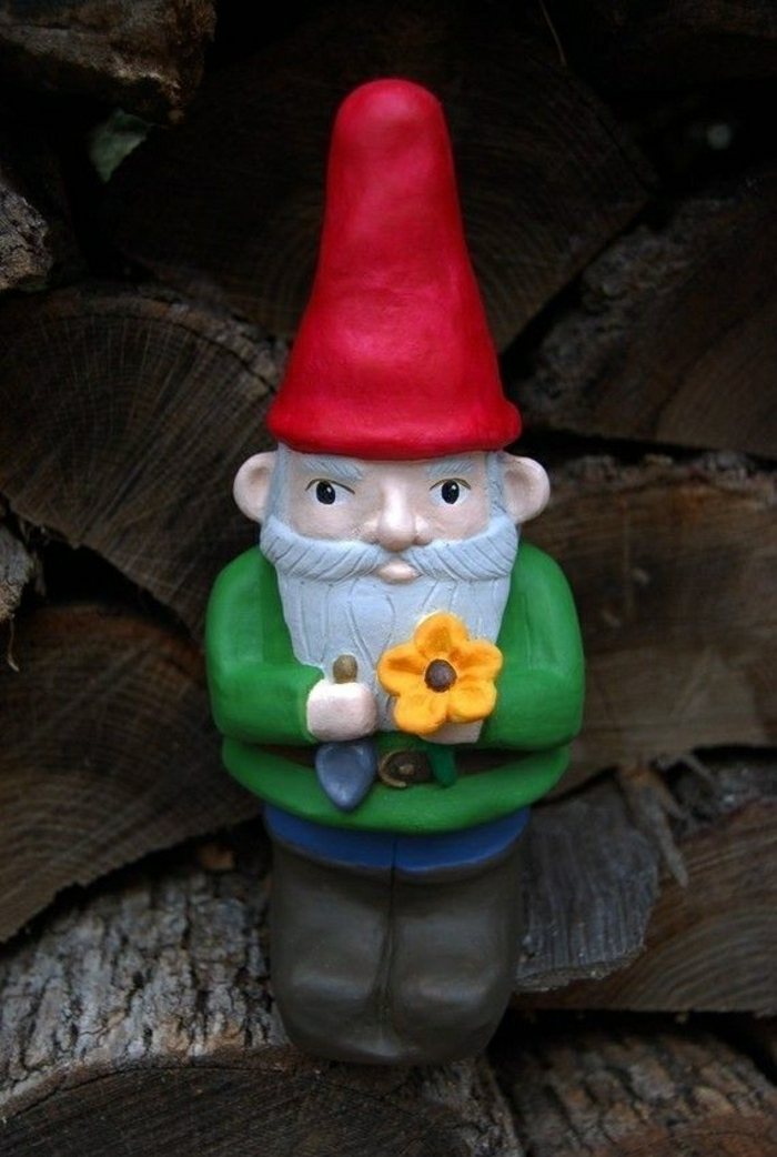 nains-de-jardin-sculpture-de-jardin-idée-aménager-le-jardin-avec-nains