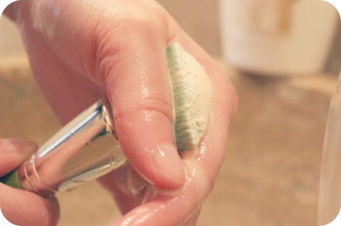 nettoyer-pinceau-maquillage-savon-eau-le-pinceaux