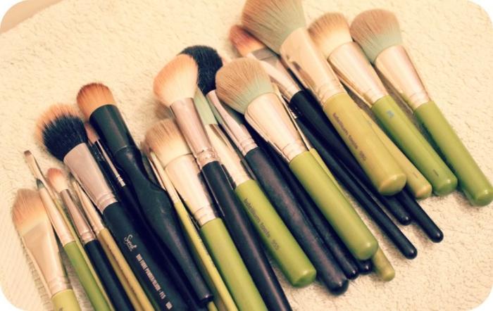 nettoyer-pinceau-maquillage-savon-eau-toutes-les-pinceaux