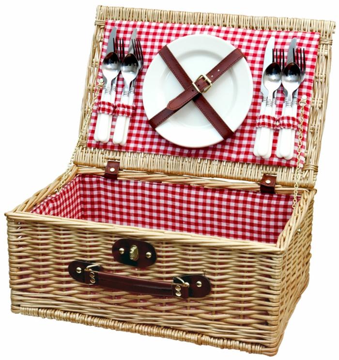 panier-pique-nique-jour-nature-forchettes-plats