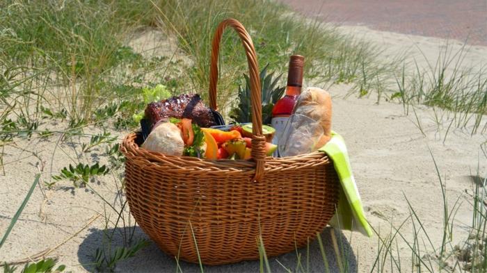 panier-pique-nique-jour-nature-sable-plage
