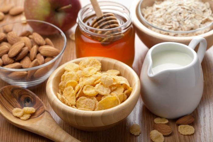 petit-déjeuner-équilibré-idée-saine-céréel-miel-almonds
