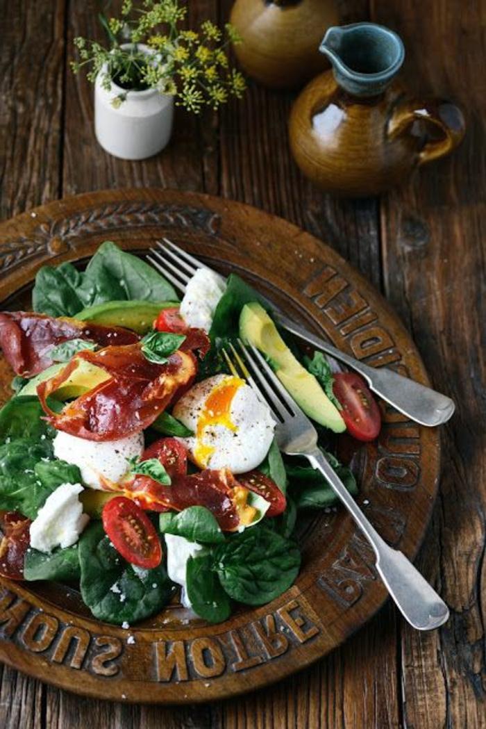 petit-déjeuner-régime-équilibré-epinard-oeuf-avocado
