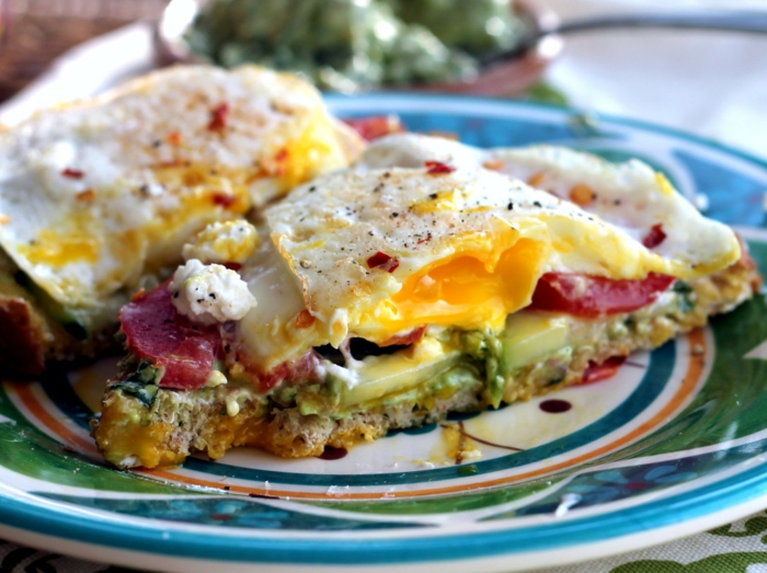 petit-déjeuner-sans-gluten-avocado-oeufs