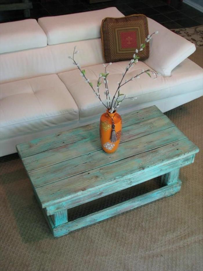 La table basse palette 60 id es cr atives pour la fabriquer - Faire une table de jardin avec des palettes ...