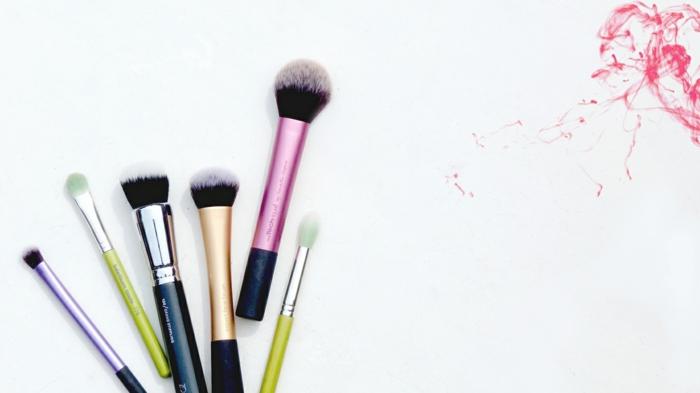le pinceau maquillage professionnel lequel choisir. Black Bedroom Furniture Sets. Home Design Ideas