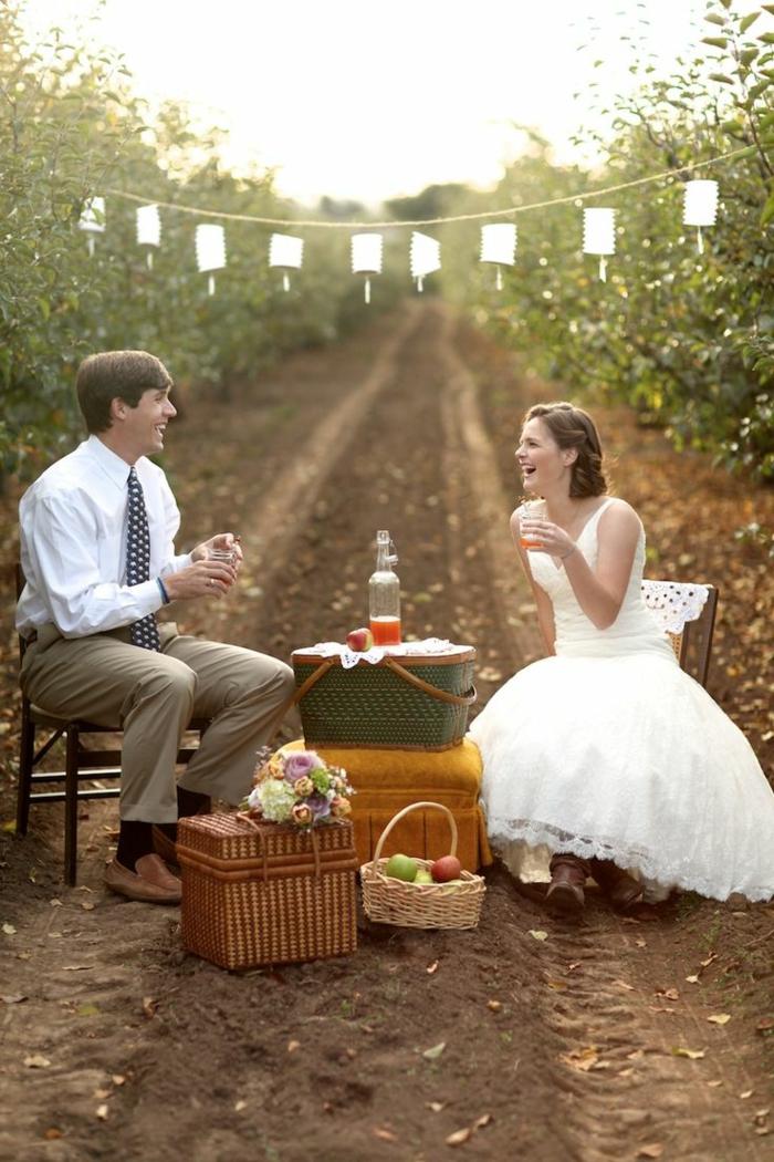 pique-niquer-avec-joli-panier-mariage