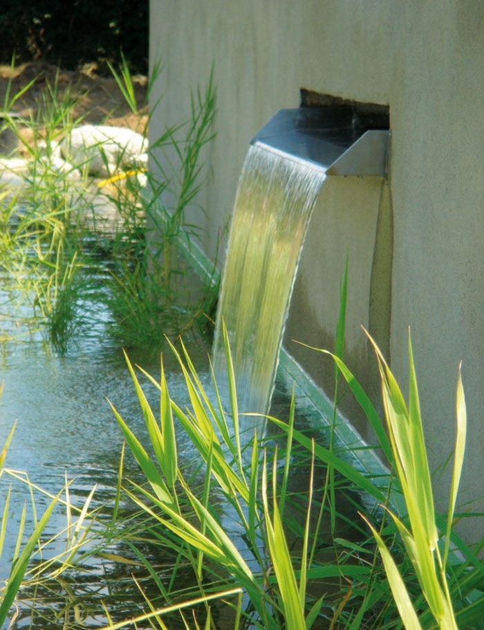 piscine-biologique-et-cascade-murale