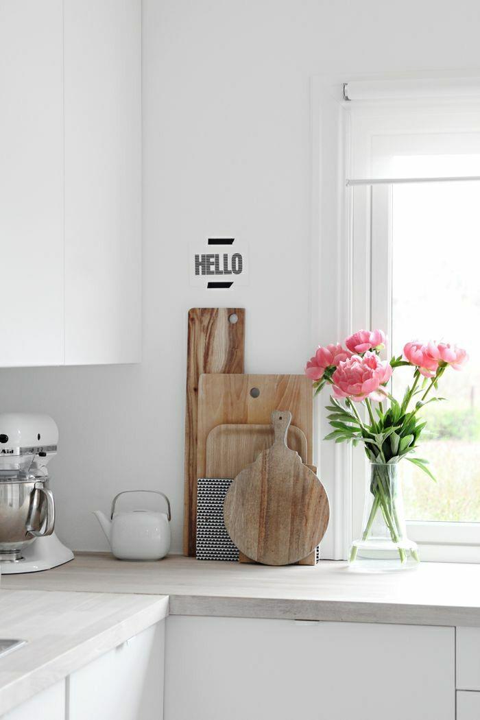 pivoine-herbacée-dans-la-maison-cuisine-rustique