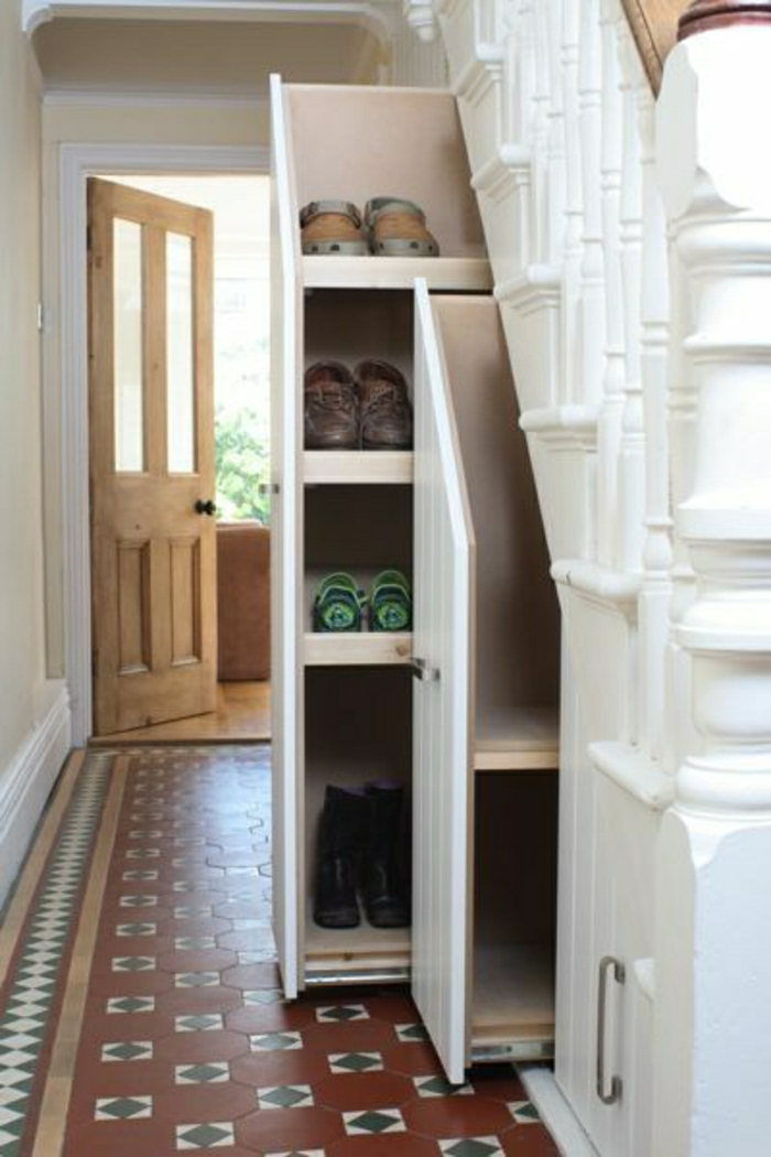 placard-sous-escalier-aménagement-sous-escalier-etagere-sous-escalier