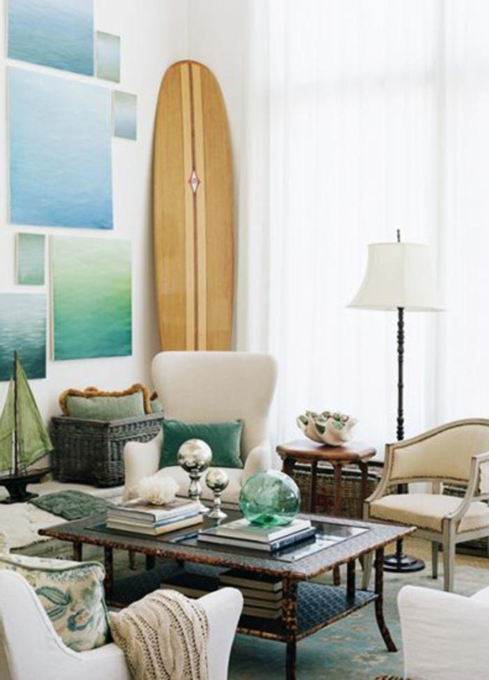 planche-de-surf-décorative-dans-la-salle