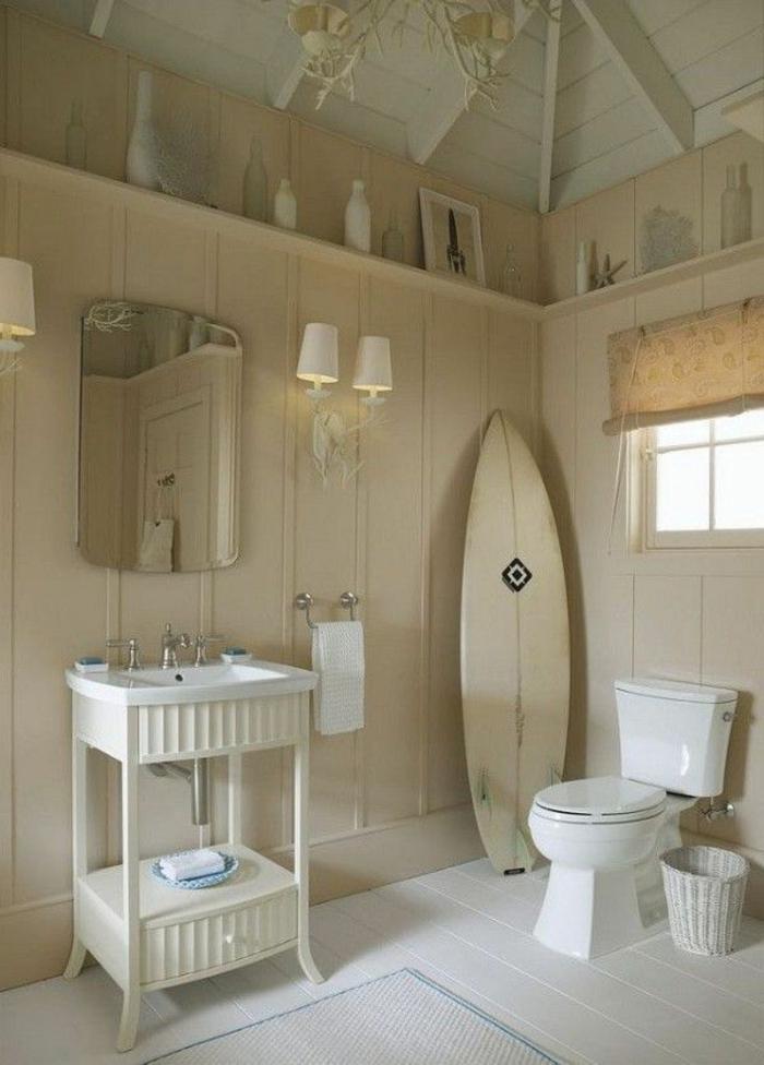 planche-de-surf-dans-la-salle-de-bains