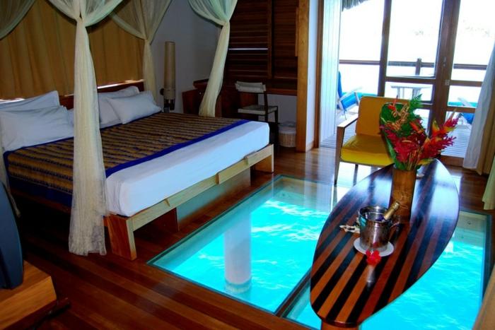 planche-de-surf-dans-une-chambre-unique