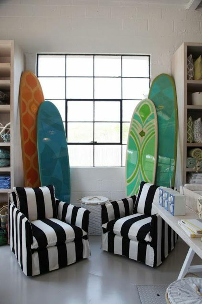 planche-de-surf-deux-fauteuils-zébrés