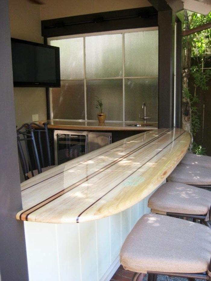 planche-de-surf-plateau-de-comptoir-dans-la-cuisine