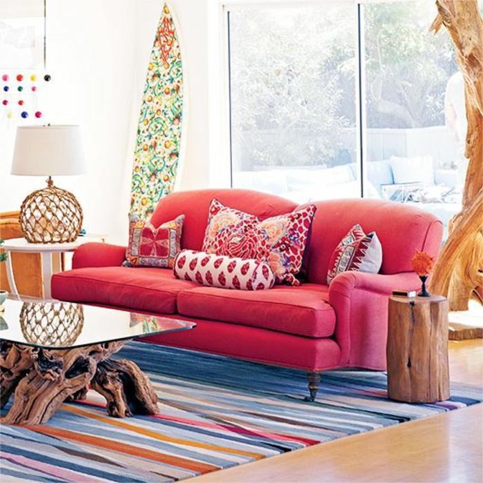 planche-de-surf-sofa-rose-table-en-bois-et-verre