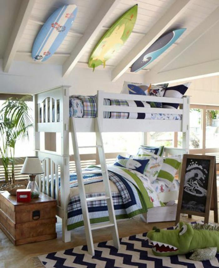 planche-de-surf-trois-planches-de-surf-et-lit-mezzanine