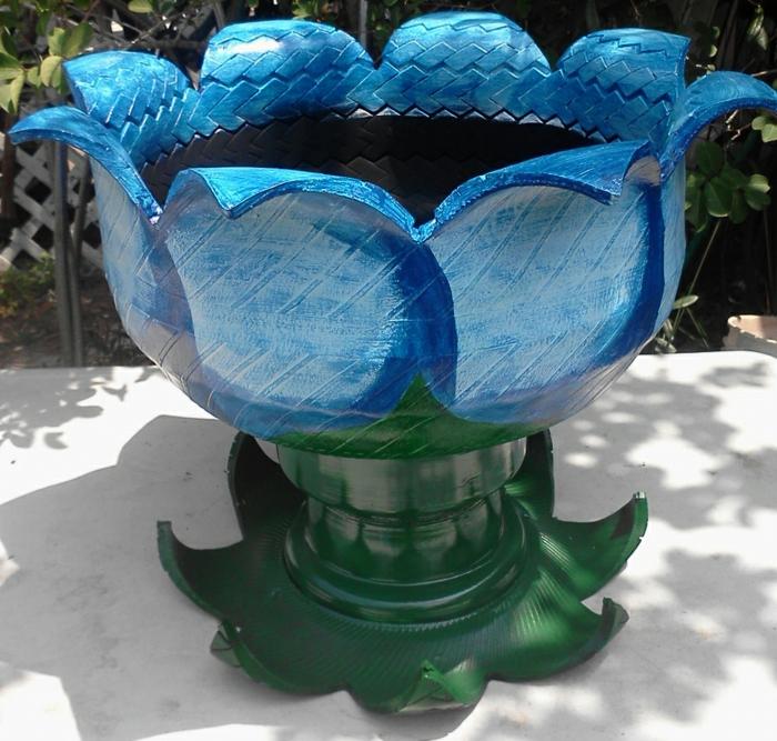 pneu-recyclage-originale-idée-fleur-pot-de-fleurs-recyclé-sculpture-jardin