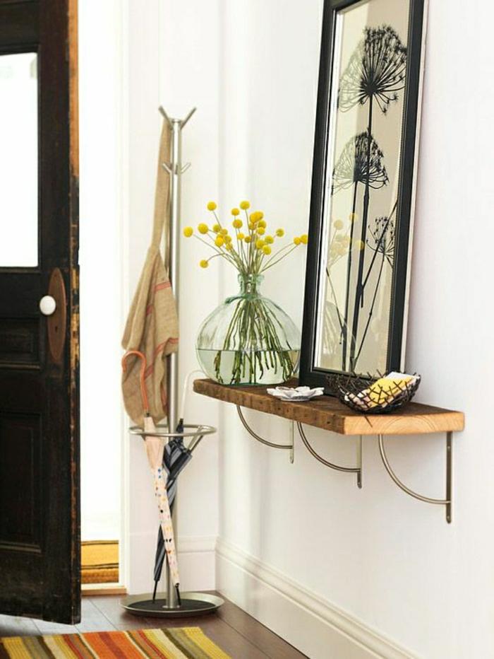console d'entrée en bois, fleurs, peinture murale, mur blanc