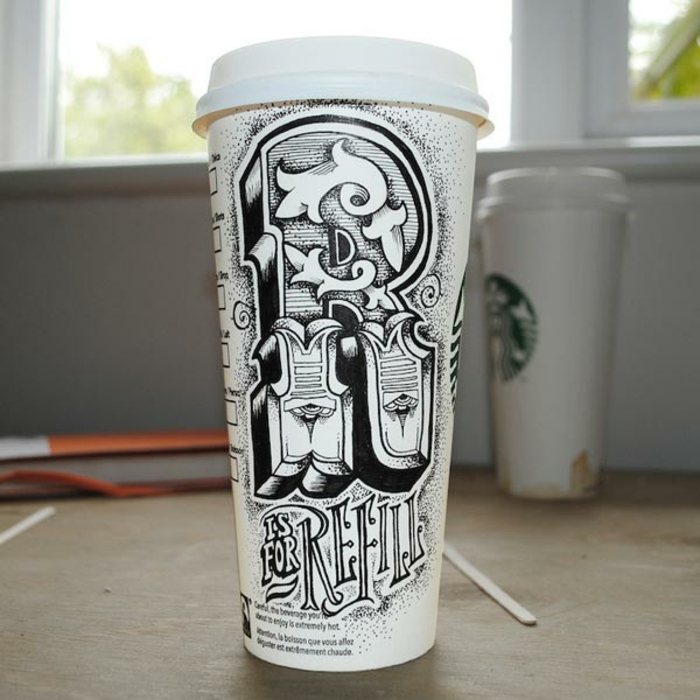 porte-gobelet-starbucks-art-sur-cup-carton-peinture-noir-et-blanc
