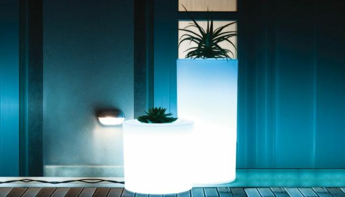 pot-de-fleur-lumineux-jardine-bleue