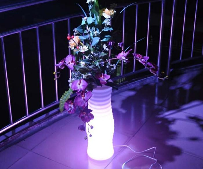 pot-de-fleur-lumineux-jardine-nuit-violet