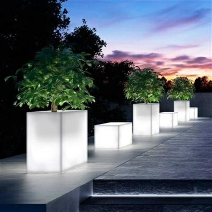 pot-lumineux-plantes-vertes-jardin