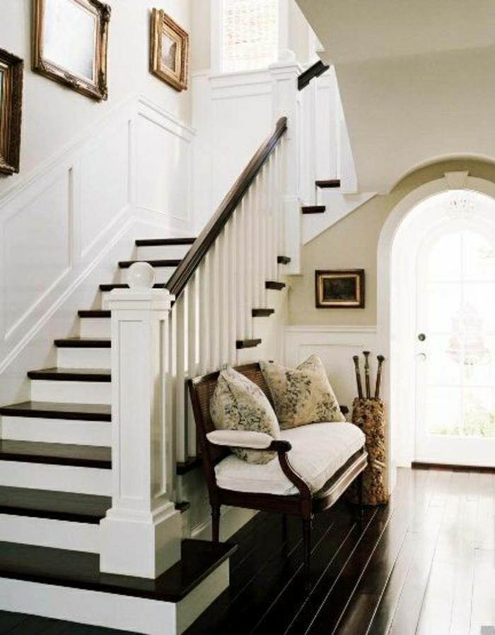 rangement-sous-escalier-en-bois-canapé-sous-escalier-blanc-en-bois-peintures-murales