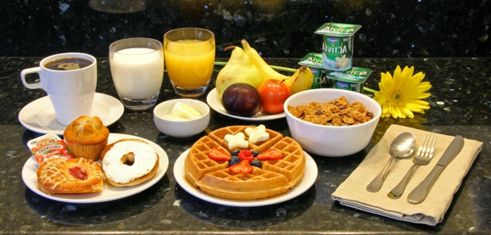 recette-petit-déjeuner-bon-appetit-brioche-museli-cafe
