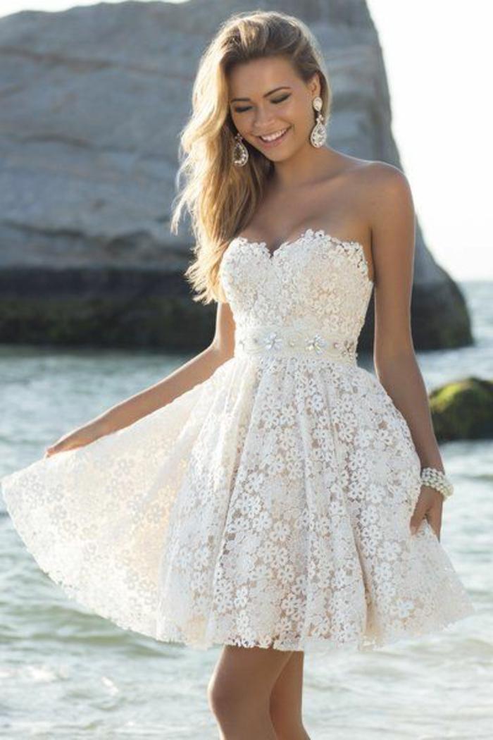 robe-d-éte-blanche-courte-blonde-fille-sur-la-plage-mode-2015