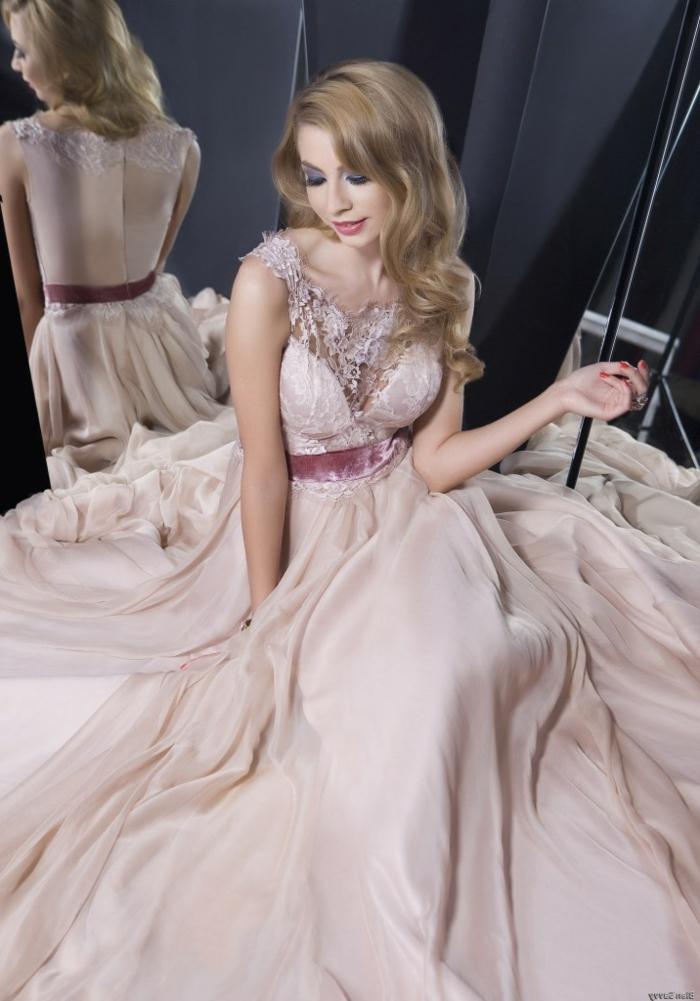 robe-rose-poudré-habillé-vêtement-soirée-longue