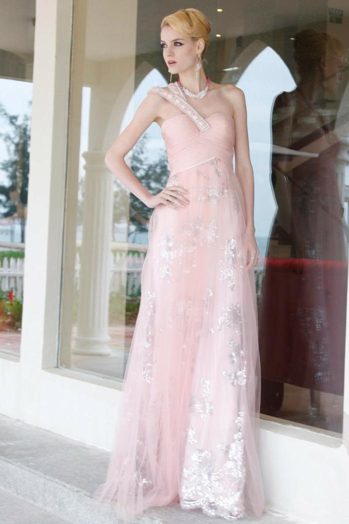 robe-rose-poudré-habillé-vêtement-soirée