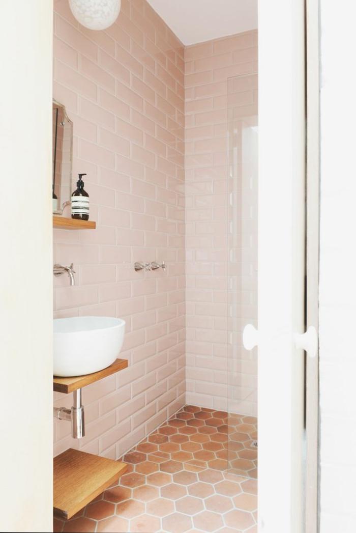salle-de-bain-ancienne-carrelage-rose-mosaique-sol-en-mosaique-carrelage