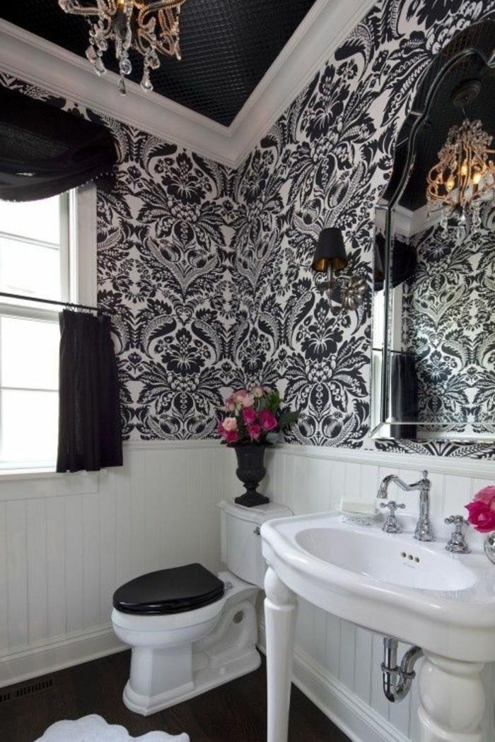 salle-de-bain-ancienne-mur-a-motifs-blanc-noir-sol-noir-salle-de-bains-aménagement